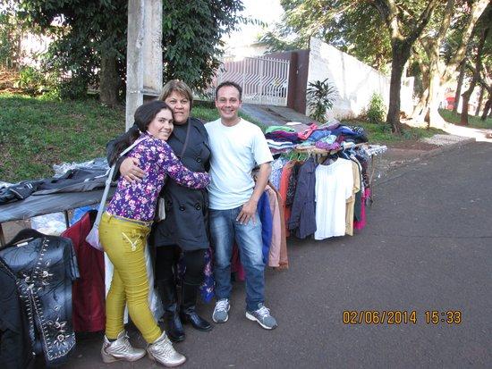 Turrance Green Hotel: Wilian e esposa, casal muito simpático, tentando ganhar a vida, no comércio informal, na frente