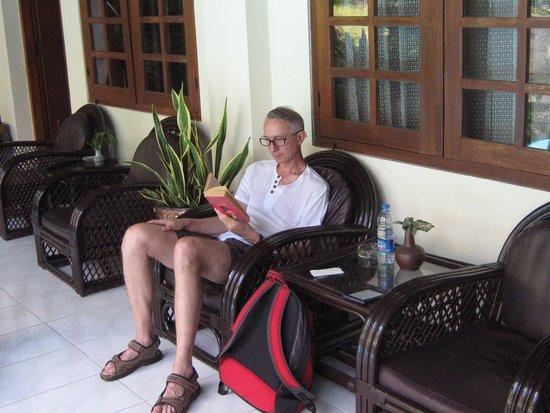 Duta Guest House : Relaxen op je eigen terras...