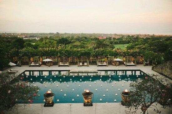 Amanusa: Pool at Sunset