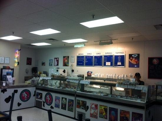Silver Dipper Ice Cream : A touch of CLASS Ice Creamery