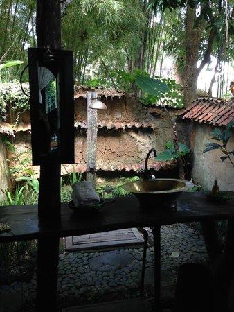 Bambu Indah: THE UNIQUE BATHROOM