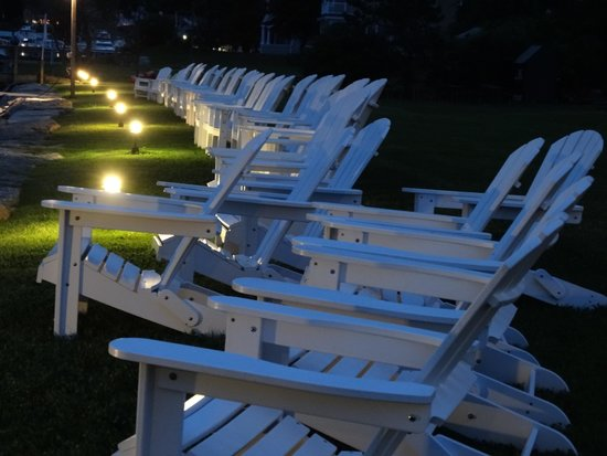 Nonantum Resort: Evening on the lawn