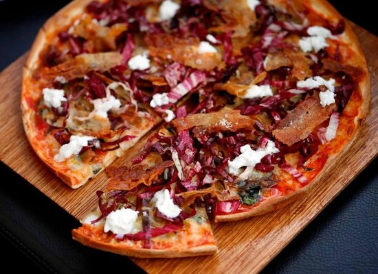Hugos Manly : Pork belly pizza