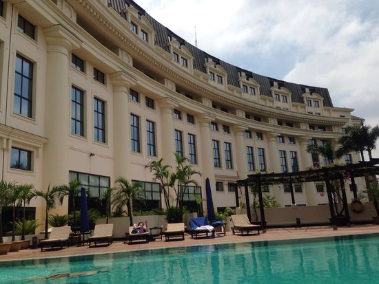 Hilton Hanoi Opera: Lovely pool
