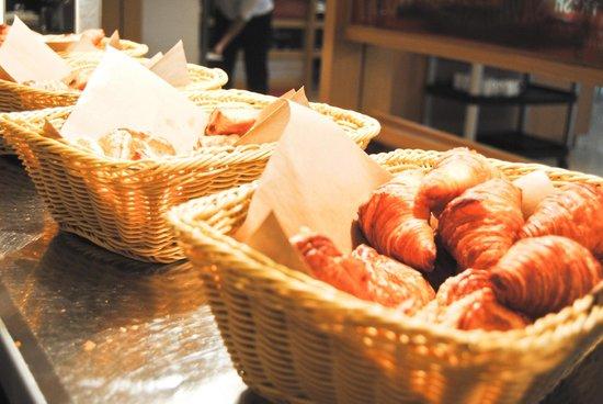 Ibis Singapore on Bencoolen: Cornetti freschi a colazione
