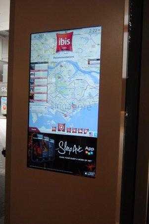 Ibis Singapore on Bencoolen: Pannello touchscreen ricco di informazioni