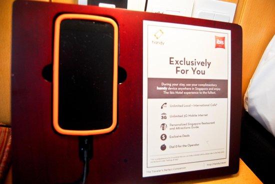 Ibis Singapore on Bencoolen: Telefono cellulare con wifi in dotazione gratuita