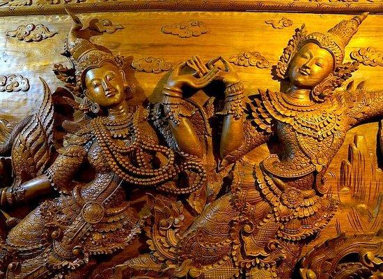 Shwe Ingyinn Hotel: Teak Carving @ Schwe Ingyinn