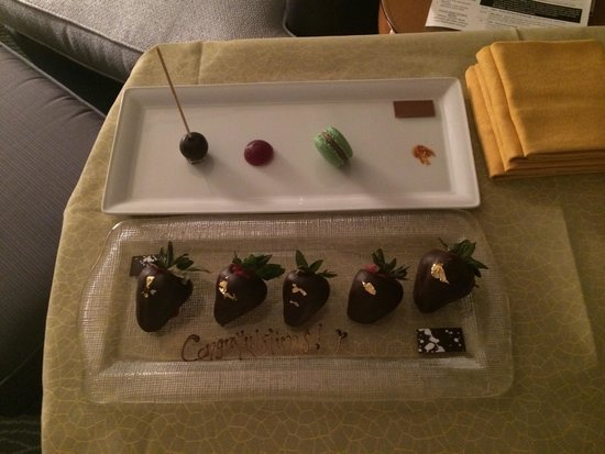 Four Seasons Hotel Miami: Gracious gift from Daria and Natalie at the front desk to kick start our honeymoon