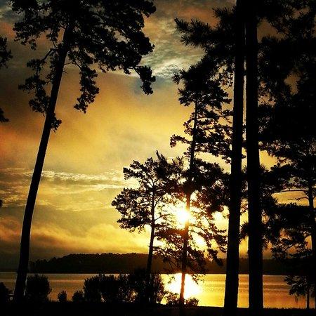 Mistletoe Park: Beautiful sunset over near site #9