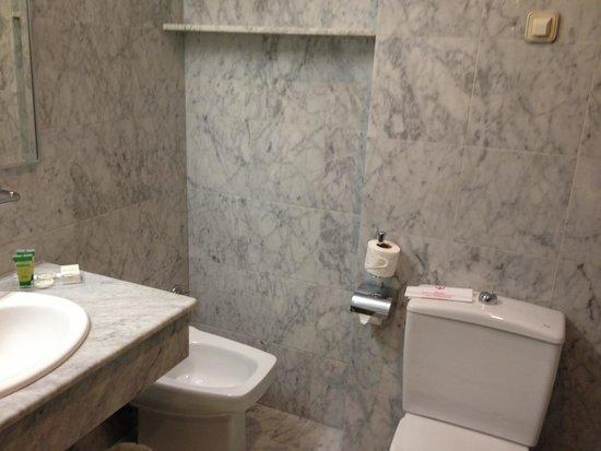 Hotel America  - Seville: bathroom