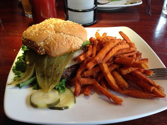 Bisbee's Table: Green Chili - mushroom and avocado burger - Yum!
