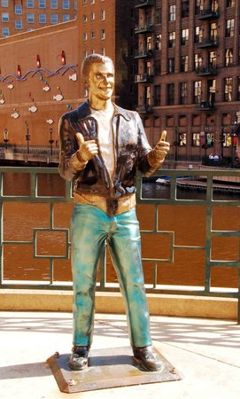 Hilton Milwaukee City Center : Come see the Fonz!!!