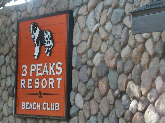 3 Peaks Resort & Beach Club : The resort's signage