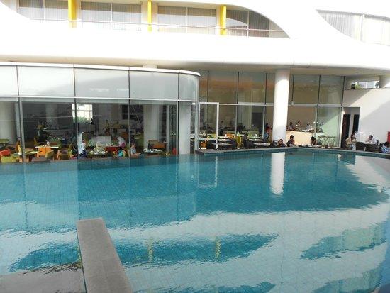 Sensa Hotel: pool, outside the dining room