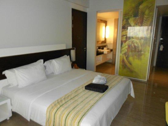 Sensa Hotel: king size room