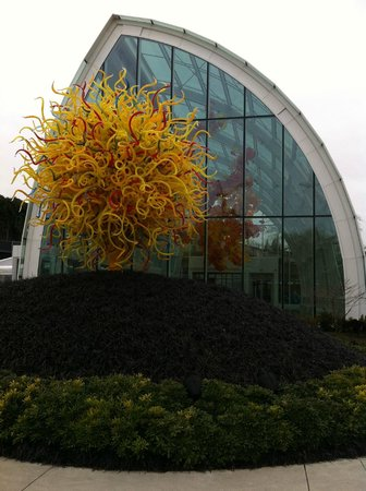 Chihuly Garden and Glass : the Belle of the garden