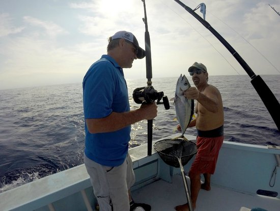 Reel screamer picture of kona family fishing charters for Family fishing boats