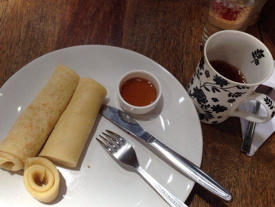 Teapot Cafe : Pancake & jasmine green tea