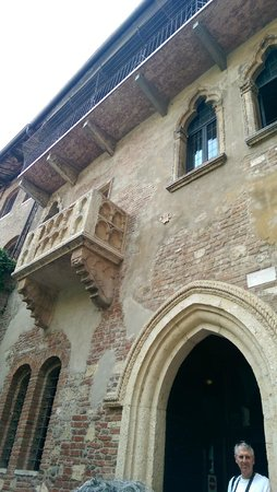 Casa di Giulietta: Balcony of the Giulietta family