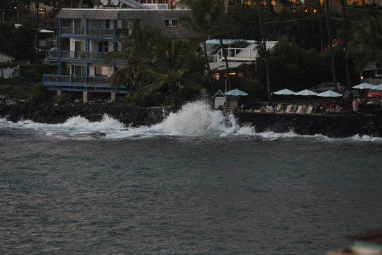 Sea Village Resort: waves crashing on the rock