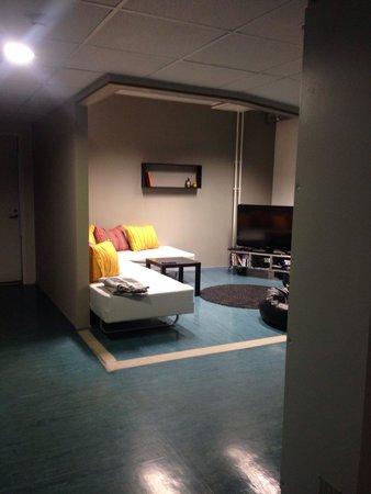 United Backpackers Hostel: Это общая комната с телевизором, еще есть бильярд