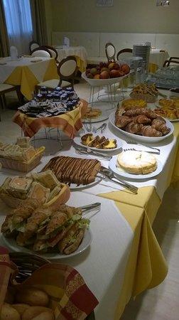 Hotel Il Gentiluomo: Colazione internazionale a buffet