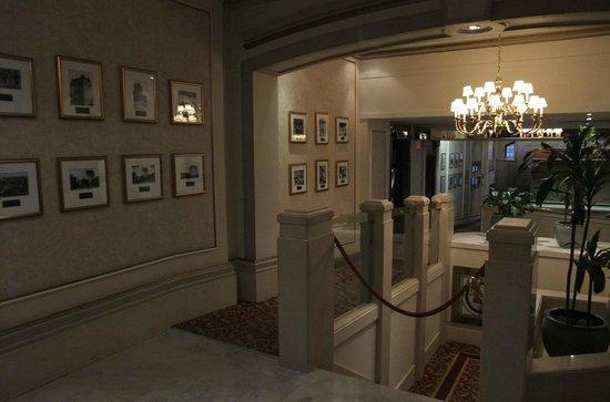 Fort Garry Hotel : Hotel lobby
