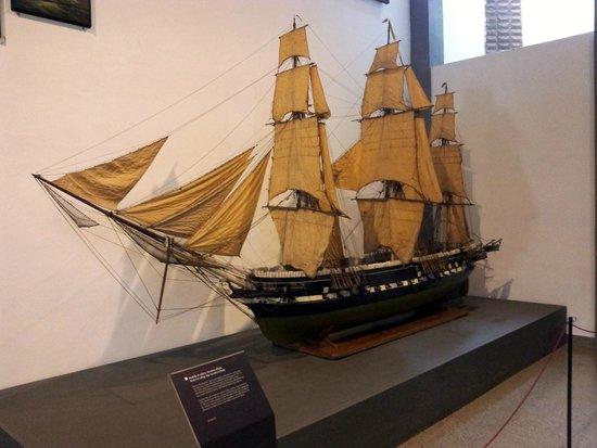 Museo della Scienza e della Tecnologia Leonardo da Vinci : boat model