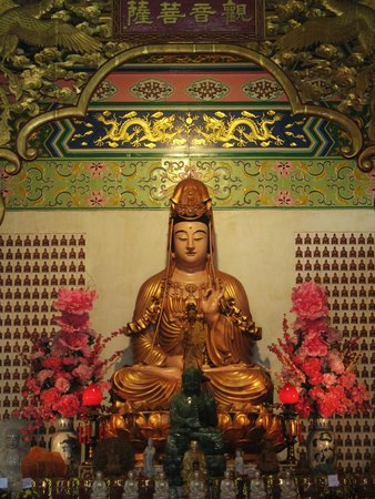 Thean Hou Temple : Statue inside the temple