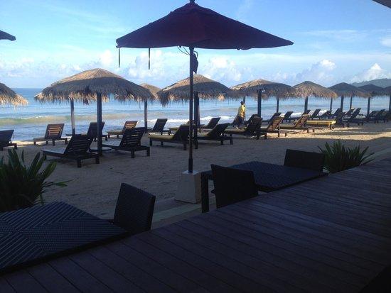 Movenpick Resort Bangtao Beach Phuket: Hotel beach