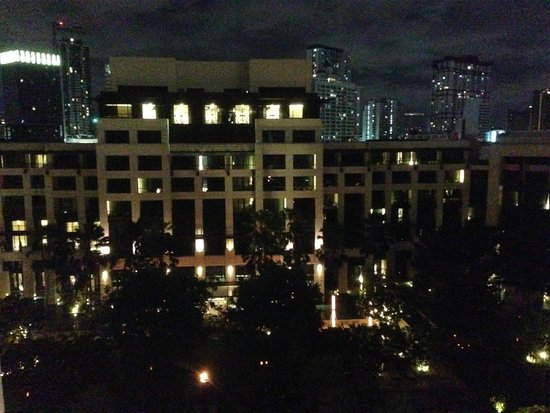 Siam Kempinski Hotel Bangkok: At night