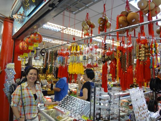 Thean Hou Temple : Souvenir shop sell things with reasonable price