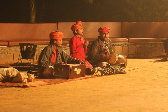 WelcomHeritage Ranthambore Forest Resort: Music show @hotel
