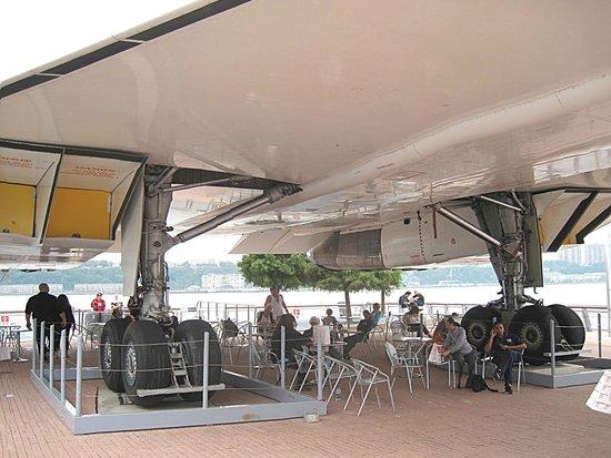 Intrepid Sea, Air & Space Museum : под крылом самолета