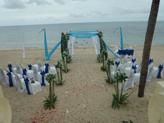 Pavilion Samui Villas & Resort: The ceremony before I arrived