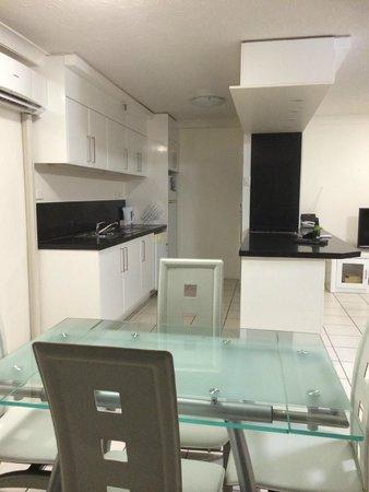 Zenith Apartments: Kitchen