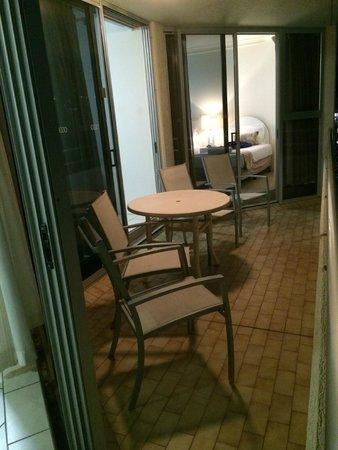 Zenith Apartments : Balcony