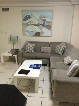 Zenith Apartments: Lounge