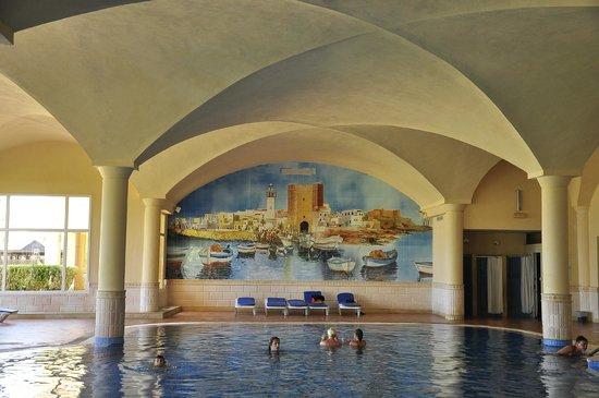 Nour Palace Resort : kryty basen z jacuzzi