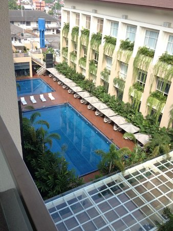 Eastparc Hotel : view of pool from suite on 6th floor