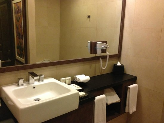Eastparc Hotel : 6th floor suite bathroom