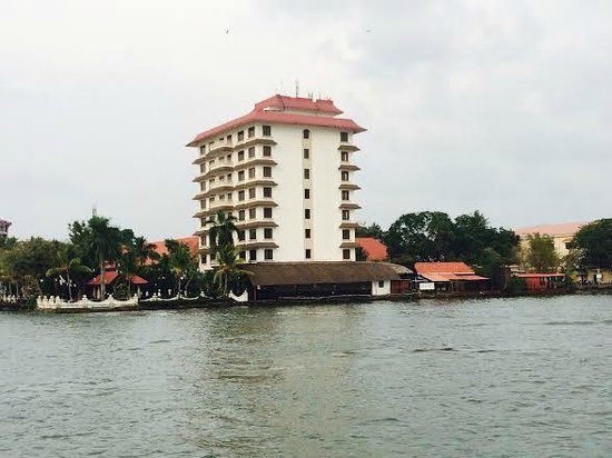 Vivanta by Taj - Malabar : full view of the hotel