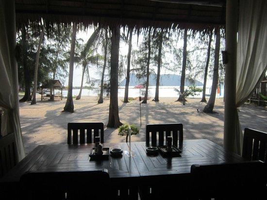 Angkana Hotel Bungalows: Vista do quarto