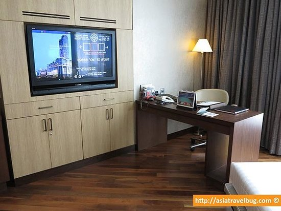 Centara Grand at CentralWorld: Work Area - Flat Screen TV can be flipped out and tilted