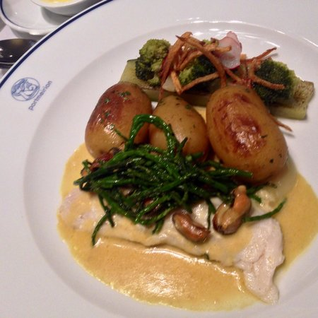 Restaurant at The Hotel Portmeirion: Sea bass