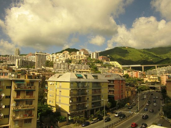 AC Hotel Genova : вид из номера