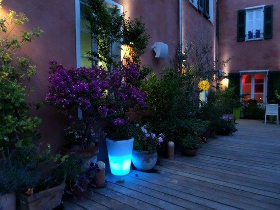 Hotel Notre Dame : La terrasse fleurie