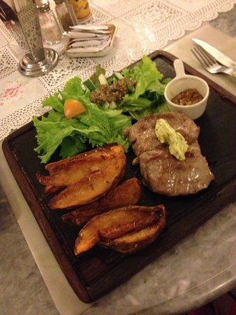 Hotel Puri Tempo Doeloe: stake with garlic butter