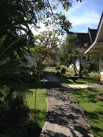 Hotel Puri Tempo Doeloe: manicured gardens